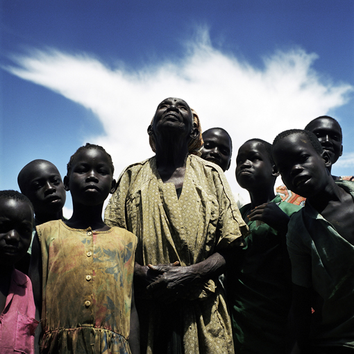 20-uganda-old-woman-praying-for-peace