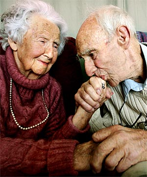 http://godw1nz.files.wordpress.com/2009/09/old-couple.jpg